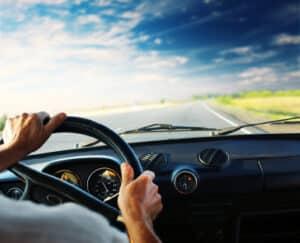 Wer für einen Verkehrsverstoß zwei Punkte erhält, muss mit einem 1-Monat-Fahrverbot rechnen