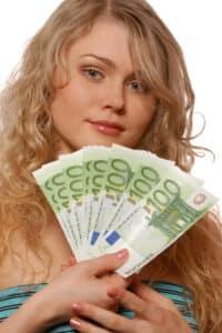 Ein A1-Führerschein verursacht Kosten in Höhe von mehreren hundert Euro.