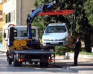 Ein professioneller Abschleppdienst kann Ihr Auto auf sichere Weise aus dem Verkehr ziehen.
