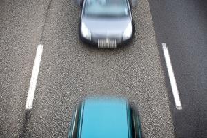 Abstandsmessung auf der Autobahn: Einspruch können Sie einlegen, sobald der Bußgeldbescheid da ist.