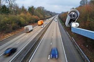 Bei einer Brücken-Abstandsmessung Einspruch einlegen: Eine Begründung ist zunächst nicht nötig.