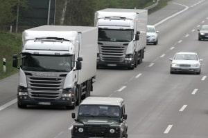 Eine Abstandsunterschreitung mit dem Lkw wird strenger sanktioniert.