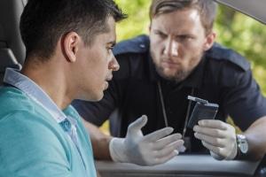 Wurden Sie alkoholisiert im Verkehr aufgegriffen, kann daraufhin ein Besuch bei einem Arzt für Verkehrsmedizin drohen.