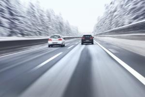 Allwetterreifen im Winter: Springt die Versicherung ein, wenn es zu einem Unfall kommt?