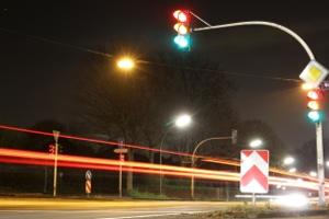 War die Ampel zum Zeitpunkt des Überfahrens schon mehrere Sekunden lang rot, werden 2 Punkte im Verkehr fällig.