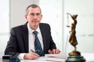 Den Antrag auf Terminsverlegung schreibt in der Regel ein Anwalt.