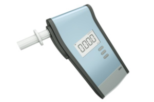 Um die Atemalkoholkonzentration zu bestimmen, wird der Alkomat genutzt.