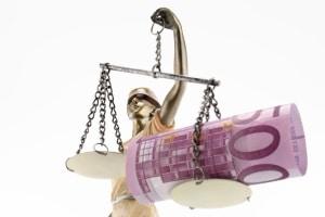 Die Messung der Atemalkoholkonzentration kann ein Bußgeld, Punkte in Flensburg und ein Fahrverbot nach sich ziehen.
