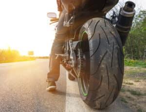 Der Auspuff beim Motorrad besitzt einen dB-Killer, der nicht ausgebaut werden darf.