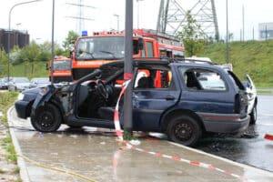 Nach einem Unfall mit Totalschaden ist bei einem Auto der Restwert zu bestimmen.