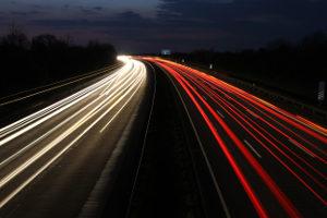 Auch auf der Autobahn können Sie geblitzt werden. Der Einsatz von Radarwarnern ist dabei verboten.