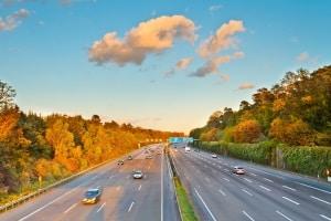 Auf der Autobahn in Spanien gilt das Rechtsfahrgebot.