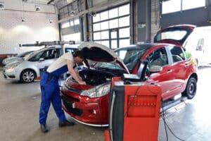 Die Autoreparatur übernimmt die Versicherung in den meisten Fällen.