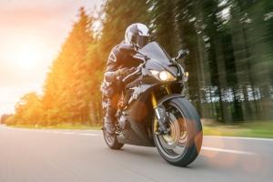 Mit der Schlüsselzahl B196 im Führerschein dürfen Sie leichte Motorräder fahren.