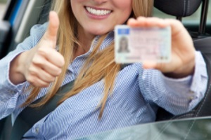 Kommen Sie nicht aus der EU oder dem EWR, brauchen Sie unter Umständen eine beglaubigte Übersetzung für den Führerschein.