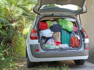 Benzin sparen Sie auch durch weniger Gepäck.