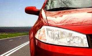 Ein Blitzer durch eine Lichtschranke löst dann aus, wenn das Fahrzeug das erste Signal passiert.
