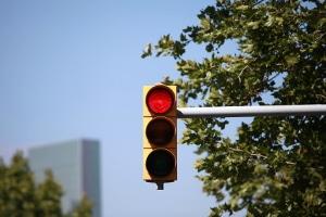 Wie überwachen Blitzer eine rote Ampel?