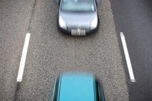 Die Brückenabstandsmessung wird erst ab einer Geschwindigkeit von über 80 km/h durchgeführt.