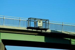Die Brückenabstandsmessung wird immer durch die Polizei betreut.