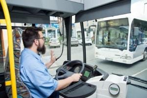 Um einen Bus mit Anhänger lenken zu dürfen, ist der Vorbesitz vom Führerschein D Pflicht.
