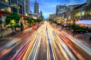 Für eine Geschwindigkeitsübertretung ist das Bußgeld innerorts etwas höher als außerorts