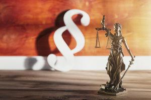 Den Bußgeldbescheid zu ignorieren kann vor Gericht enden.