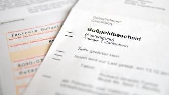 Die Bußgeldstelle in Niedersachsen, die für Ihre Region zuständig ist, verschickt einen Bußgeldbescheid an Sie.