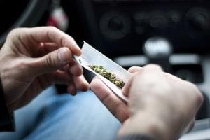 Cannabis und Autofahren: Was sagt der Gesetzgeber?