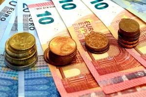 Doppeltes Bußgeld statt Fahrverbot: Wie viel höher ist die Geldbuße, wenn der Führerschein behalten wird?