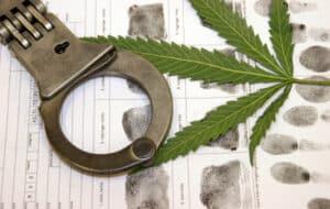 Drogen am Steuer ziehen eine Strafe wie Punkte, Bußgeld und Fahrverbot nach sich