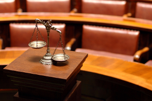 Bei Drogenbesitz kann der Führerscheinentzug durch das Gericht bestätigt und verlängert werden.
