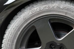 Das Ersatzrad am Auto gilt als vollwertiges Rad. Sie sollten den Luftdruck allerdings noch einmal kontrollieren.