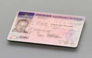 Mit dem EU-Führerschein können Sie in jedem Land der Europäischen Union fahren.