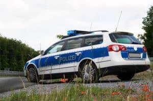 Eine Fahrerflucht mit Personenschaden kann vermieden werden, indem Sie die Polizei rufen.