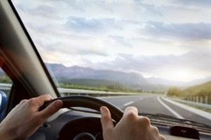Fahrschule: Der B96-Führerschein umfasst sowohl einen kurzen Theorie- als auch einen Praxisteil.