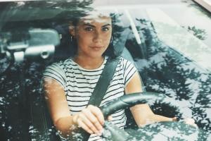 Endlich Auto fahren: Doch vorher müssen Sie die Fahrschule besuchen.