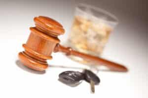 Ein Fahrverbot droht z.B. bei Alkohol- und Drogendelikten am Steuer