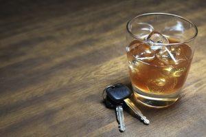 Ein Fahrverbot oder ein Führerscheinentzug droht zum Beispiel beim Fahren unter Alkoholeinfluss.