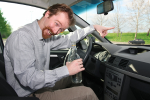 Das Fahrverbot für Wiederholungstäter dauert bei Alkohol am Steuer länger an.