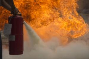 Ein Feuerlöscher im Bus kann im Brandfall entscheidend sein.