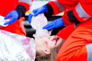 Ein Frontalunfall kann zu schweren Verletzungen führen.