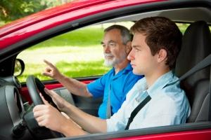 Nicht nur bei einem Führerschein der Klasse B sind gewisse Pflichtstunden vorgeschrieben.