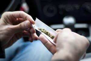 Mehr als nur der Führerscheinentzug droht, wenn Sie Drogen genommen haben.