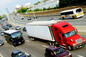 Zu den neuen Führerscheinklassen gehört auch C1E für mittelschwere Lkw  mit Anhänger.