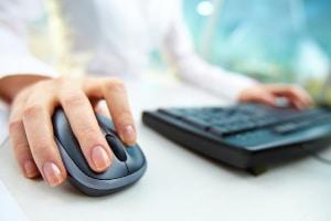 Vorbereitung auf die theoretische Führerscheinprüfung: Online-Simulationen sind besonders hilfreich.