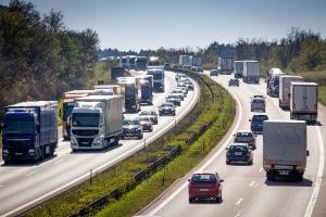 Geblitzt auf der Autobahn: Die Kosten können je nach Fahrzeugart variieren.