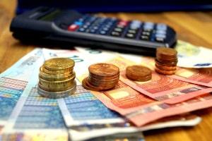 Geblitzt worden und Bußgeld berechnen: Gebühren und Auslagen werden nicht berücksichtigt.