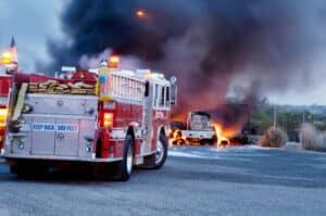 Die Bergung von Verletzten beim Gefahrgutunfall sollte geschulten Rettungskräften überlassen werden.