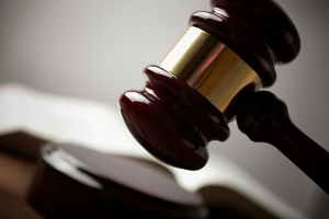 Häufig muss ein Gericht entscheiden, wenn Geschädigte Schmerzensgeld beantragen.